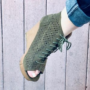 Report lace up cute wedges 8,5 army green zippers